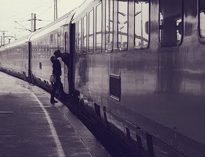 couple,goodbye,kiss,train,train,station-c633fb855a119db8f10b8967d7096e1e_h_large
